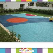 Aplicação especializada de pisos de borracha para playgrounds